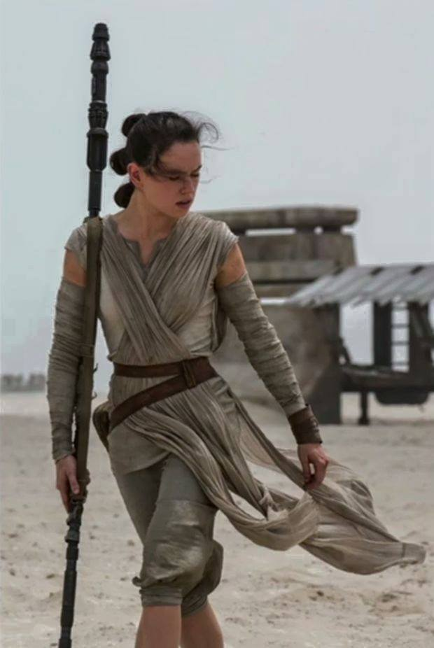 Star wars the force awakens rey cosplay construction 1 star wars the force awakens rey solutioingenieria Choice Image